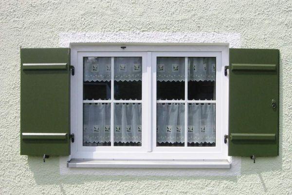 holzfensterladen278E760B7-72FE-2177-09ED-6B847E58A509.jpg